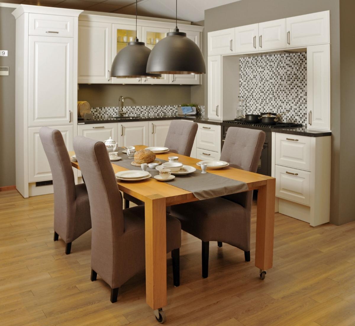 Showroom keukens: Häcker Breda magnolia landelijke keuken