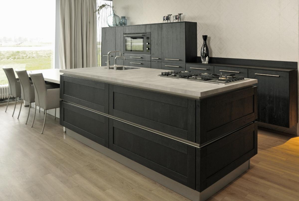 Keuken Eiken Zwart : Showroom keukens fijnproevers sherwood eiken zwart