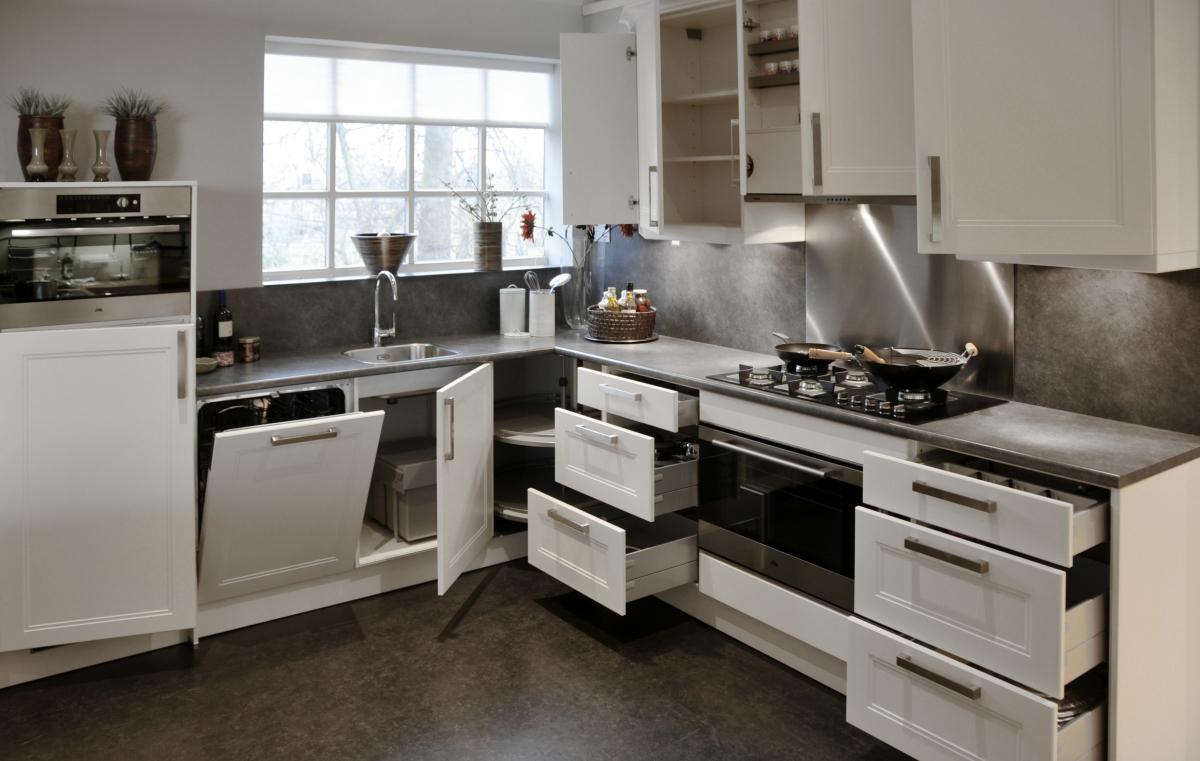 Showroom keukens Nolte Windsor lak wit